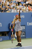 Champion Serena Williams de Grand Chelem pendant le premier match de rond à l'US Open 2014 Images libres de droits
