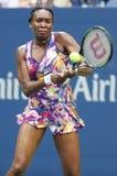 Champion Venus Williams de Grand Chelem dans l'action pendant le premier match de rond à l'US Open 2016 Image libre de droits