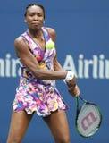 Champion Venus Williams de Grand Chelem dans l'action pendant le premier match de rond à l'US Open 2016 Photographie stock