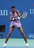 Champion Venus Williams de Grand Chelem dans l'action pendant le premier match de rond à l'US Open 2016 Photo stock