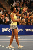 Champion Venus Williams de Grand Chelem des Etats-Unis dans l'action pendant événement de tennis d'anniversaire d'épreuve de forc Image libre de droits
