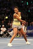 Champion Venus Williams de Grand Chelem des Etats-Unis dans l'action pendant événement de tennis d'anniversaire d'épreuve de forc Photo libre de droits
