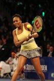 Champion Venus Williams de Grand Chelem des Etats-Unis dans l'action pendant événement de tennis d'anniversaire d'épreuve de forc Photos stock