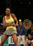 Champion Venus Williams de Grand Chelem des Etats-Unis dans l'action pendant événement de tennis d'anniversaire d'épreuve de forc Photographie stock