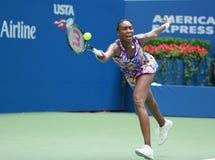 Champion Venus Williams de Grand Chelem des Etats-Unis dans l'action pendant son match du rond 4 à l'US Open 2016 Photographie stock libre de droits