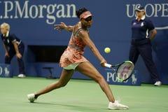 Champion Venus Williams de Grand Chelem des Etats-Unis dans l'action pendant son match du rond 4 à l'US Open 2017 Photographie stock