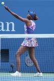 Champion Venus Williams de Grand Chelem des Etats-Unis dans l'action pendant son premier match de rond à l'US Open 2016 Image libre de droits