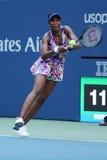 Champion Venus Williams de Grand Chelem des Etats-Unis dans l'action pendant son premier match de rond à l'US Open 2016 Images stock