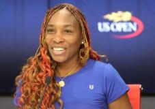 Champion Venus Williams de Grand Chelem des Etats-Unis pendant la conférence de presse après son premier match de rond à l'US Ope Image stock
