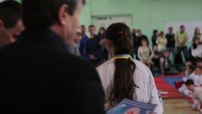 Championnat de karaté de Shinkyokushinkai : Le président de la fédération attribue des gagnants banque de vidéos