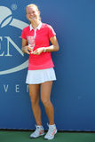 Championne junior Marie Bouzkova de filles de l'US Open 2014 de République Tchèque pendant la présentation de trophée Photos libres de droits