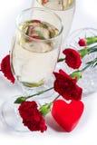 Champán, flores y corazón Imagen de archivo libre de regalías
