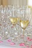 Champán y vidrios en las celebraciones Fotografía de archivo libre de regalías