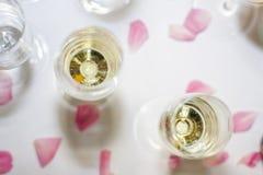 Champán y vidrios en las celebraciones Imagen de archivo libre de regalías