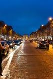 Champs-à ‰ lysées τη νύχτα Στοκ Φωτογραφίες