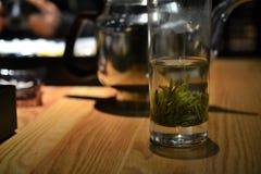 Champs chinois de thé à Hangzhou, Zhejiang, Chine photographie stock libre de droits