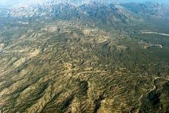 Champs cultivés près de panorama de paysage urbain de vue aérienne de Mexico Image libre de droits
