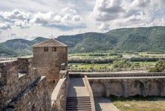 Champs d'Ainsa avec le château de tour Image stock