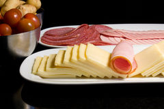 Champs de cablage à couches multiples de fromage et de viande photo stock