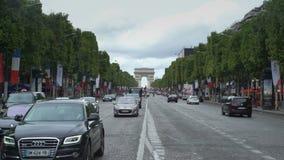 Champs-Elysees e o arco de Triunfo Paris, França vídeos de arquivo