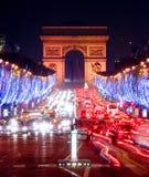 Champs-Elysees en la noche Imágenes de archivo libres de regalías