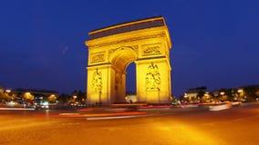 Champs-Elysees na noite, Paris, france, timelapse, zumbido para fora, 4k filme