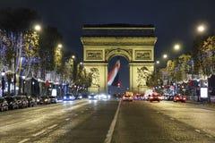 Champs-Elysees och båge de Triomphe Royaltyfria Bilder