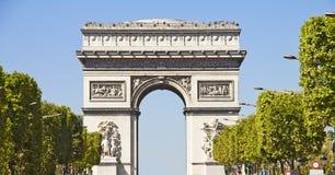 Champs-elysees und der Lichtbogen du Triomphe lizenzfreies stockbild
