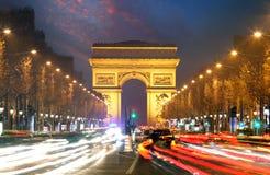 Champs-Elysees y Arc de Triumph, París imagen de archivo