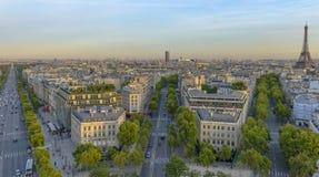 Champs-Elysees zoals die van Arc de Triomphe wordt gezien stock afbeeldingen