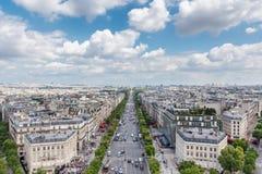 Champs-Elyseesalleenansicht von Arc de Triomphe, Paris, Frankreich Lizenzfreie Stockbilder