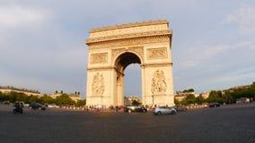 champs elyseesmening met verkeer, dagtijd, Parijs, Frankrijk, 4k stock footage