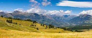 Champsaur e il Drac River Valley di estate dal passaggio di Gleize Alpi, Francia Fotografie Stock