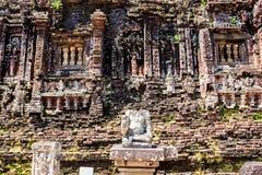 Chamtemplet fördärvar i Vietnam royaltyfri bild