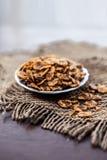 Chana chur garam met alle kruiden en specerijen stock afbeeldingen