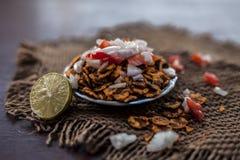 Chana Chur Garam populär indier och asiatmellanmål eller aptitretare arkivfoton