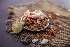 Chana Chur Garam populär indier och asiatmellanmål eller aptitretare royaltyfria foton