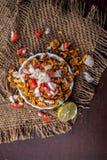Chana Chur Garam populär indier och asiatmellanmål eller aptitretare royaltyfri foto