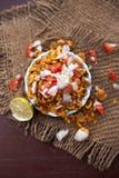 Chana Chur Garam populär indier och asiatmellanmål eller aptitretare arkivbild
