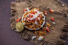 Chana Chur Garam populär indier och asiatmellanmål eller aptitretare royaltyfria bilder