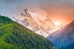 Chana Dorje góra w Yading rezerwacie przyrody, Daocheng, prowincja sichuan, Chiny Fotografia Stock