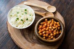 Chana Masala Chickpeas słuzyć z ryż Fotografia Stock