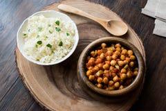Chana Masala Chickpeas słuzyć z ryż Zdjęcie Stock