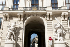 Chancelaria Wing Gate a Michaelerplatz - Viena - Áustria Fotografia de Stock