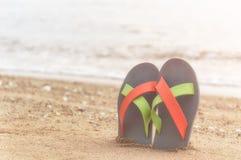 Chancleta en la playa Foto de archivo