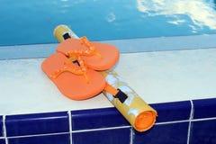 Chancletas y accesorios de la piscina Imágenes de archivo libres de regalías