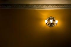 Chandeller antico dorato con spazio vuoto immagine stock libera da diritti