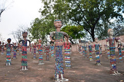 Chandigarh Indien - Januari 4, 2015: Vagga statyer på vaggaträdgården i Chandigarh Arkivbilder