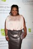 Chandra Wilson obtient aux 2012 amis unis du gala d'enfants Photographie stock libre de droits