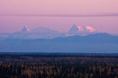 Chaîne d'Alaska au coucher du soleil Photo stock